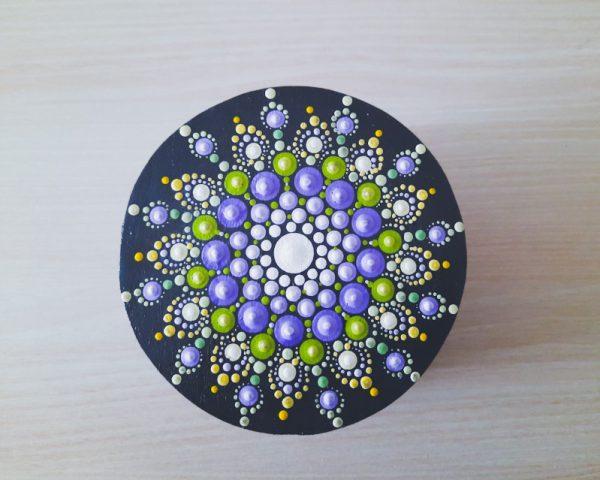 Mandala na ukrasnoj kutiji